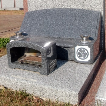 G654御影石洋型墓石の建立例