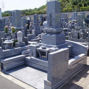 庵治石和型墓石の建立例