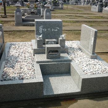 G623白御影石洋型墓石の建立例